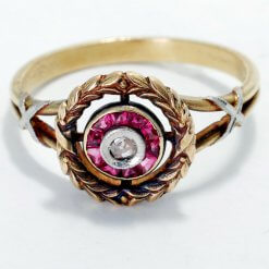 Vintage 18 K w/ Diamond approx 0.07 ctw and Rubies Gold Ring